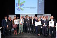 Die Finalistinnen und Finalisten der Kategorie Evolution und der Kategorie Revolution mit dem Sponsor APA-IT, der Jury und den Initiatoren der Digital Business Trends