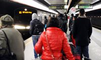 Fahrgäste bei der U-Bahn