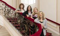 Ruth Rotkowitz, Rebecca Grossbard, Anita Baron und Helen Locke in der Hofburg (v. l.).