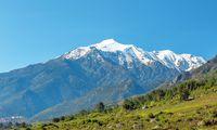 (c) Christoph Mayer Schneebedeckt. Korsika kann mit Hoch-gebirge bis zu 2706 Meter Höhe aufwarten.