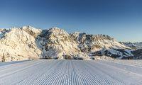 Den formschönen Hochkönig hat der Skifahrer voll im Blick.