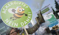 Aktivisten protestieren gegen die Fusion von Bayer und Monsanto gegen Glyphosat Landwirte gegen S