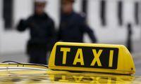 Dem Taxifahrer wurde der Lenkerausweis wegen Vertrauensunwürdigkeit für vier Jahre entzogen.