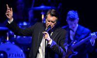 Der britische Sänger Bryan Ferry am Montag, 01. Juli 2013, während seines Konzerts im Rahmen des Jazz Fest Wien in der Staatsoper in Wien.