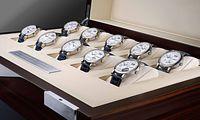 """Alles auf einmal. Fans der """"Lange 1"""" können die gesamte Sonderserie in einem zehnteiligen Uhrenset erwerben."""