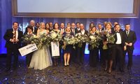 """Das Siegerfoto mit allen Österreicherinnen und Österreichern des Jahres, den Partnern der einzelnen Kategorien und der """"Presse""""-Spitze bildet jedes Jahr den Schlusspunkt der Verleihung."""
