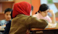 Symbolfoto: Schülerin mit Kopftuch