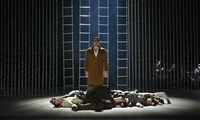 """Hier ist alles menschlich und unmenschlich zugleich: Thomas Frank als Gangsterkönig Thomas Frank in """"Schwere Knochen""""."""