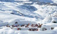 In den Igludörfern in Zermatt oder auf der Zugspitze kann man sich in der Sauna und im Whirlpool aufwärmen.