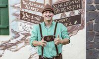 """Jacob aus Dahlonega posiert strahlend in """"Liederhosen"""", wie der Amerikaner sagt, für ein Foto."""