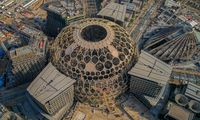 Luftansicht der Bauarbeiten auf dem Expo-Gelände in Dubai. Im Bild der Al Wasl Dome.