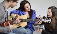 Dass die Schüler älter sind als die Lehrer, ist auch für die Leiter der Musikkurse ungewöhnlich.
