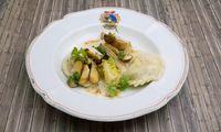 Kärntner Kasnudeln mit Steinpilzen, brauner Butter und lauwarmen Salatherzen