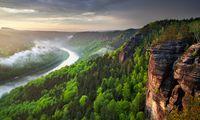 Ein riesiger Nationalpark auf deutschem und tschechischem Boden ist das Elbsandsteingebirge heute.