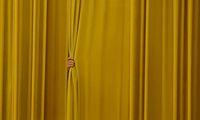 Oft sind wir es selbst, die unser Potenzial hinter einem Vorhang aus Ausreden verstecken.