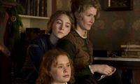 Mutter Marmee (Laura Dern) und ihre Töchter: Jo (Saoirse Ronan), Beth (Eliza Scanlen), Amy (Florence Pugh) und Meg (Emma Watson).