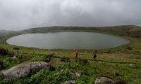 Vulkanismus formte diese Inseln, man wandert durch bizarr geformtes Gelände.