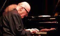 Pianist Wolfgang Dauner (GER) am Fluegel bei einem Konzert im Frankfurter Hof in Mainz