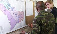 Die US-Botschafterin bei der UNO, Samantha Powers, informiert sich in Liberia über die aktuelle Situation.