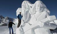 Viereinhalb Tage hat Ivo Piazza (rechts) gebraucht, um aus einem Haufen Schnee Tina Turner und zwei Musiker zu machen.