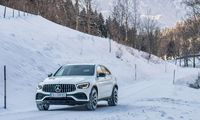 AMG auf Schnee: Beeindruckende Traktion ist die hervorstechende Fahreigenschaft des GLC 43. Mit etwas Überredungskunst und ohne Wachen der Regelsysteme sind auch winterliche Drifts drin.