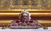 Sterbliche Überreste eines Markgrafen: Die Schädelreliquie wird während des Fests vom Stift präsentiert.