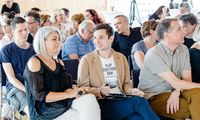 Die Kursteilnehmer an der Akademie der Zivilgesellschaft der Wiener VHS sind eine vielfältige Gruppe, gemeinsam sind ihnen der Sinn und das Engagement für die Gemeinschaft.