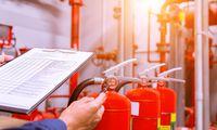 Der Brandschutzbeauftragte muss nicht nur die Einrichtungen im Betrieb kontrollieren, er ist auch dafür verantwortlich, gefundene Missstände abzustellen.
