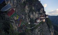 700 Höhenmeter sind bis zum Tigernest-Kloster zu bewältigen.