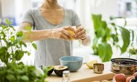 Woman preparing healthy food in her kitchen model released Symbolfoto property released PUBLICATIONx