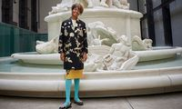 """Kara Walker vor ihrem antikolonialistischen Triumphbrunnen """"Fons Americanus"""" in der Tate Modern."""