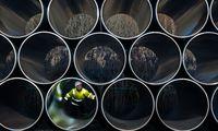 Archivbild: Tonnenschwere Rohre für Nord Stream 2 auf einem Lagerplatz im Hafen von Sassnitz-Mukran im deutschen Bundesland Mecklenburg-Vorpommern.