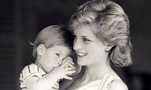 Lady Diana mit Prinz Harry (1988).
