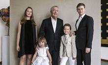 Sammler Franz Wojda mit seinen Enkelkindern, fotografiert von Rita Nowak / Bild: Rita Nowak