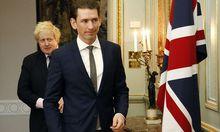 """Boris Johnson und sein """"friend Sebastian"""" trafen in London aufeinander."""