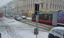 Schnee auf Wiens Straßen, hier auf der Hütteldorfer Straße.