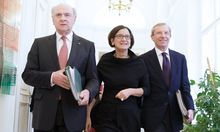 Wilfried Haslauer (r.) und Johanna Mikl-Leitner (neben Erwin Pröll) wollen nicht im Nationalratswahlkampf untergehen.