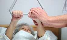 Wer sein Vermögen schützen will, sollte eine Pflegeversicherung abschließen