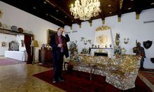 Vor der Schließung: Pächter Olaf Auer im Inneren des Schlosses