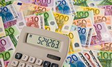 Geldscheine und Taschenrechner