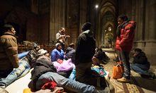 Votivkirche besetzt Pfarrer fordert