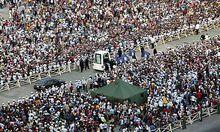 Papst Benedikt wurde am Weg zur Messe von hunderttausenden Kubanern gefeiert