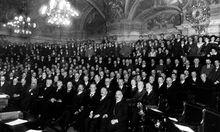 Der Sitzungssaal des Landhauses bei der 1 Nationalversammlung der deutschen Abgeordneten Oesterreichs im Jahre 1918