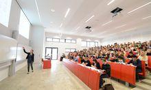 In Österreich kommen viele Studenten auf einen Lehrenden.