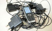 Experiment: 82 Prozent kaufen Handy ohne Ladegerät