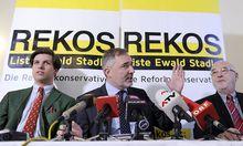 Ewald Stadler in Mitten seiner Unterstützer: JES-Sprecher Alexander Tschugguel (li.) und Rudolf Gehring von der CPÖ.STADTLER / GEHRING / TSCHUGGUEL