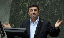 Irans Präsident AHMADINEJAD bei seiner Anhörung im Parlament