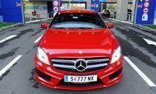 Mercedes mischt sich unter