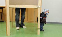 Wahlkabinen-Kuckuck: Der Kleine weiß noch nicht, was Demokratie ist – aber weiß es der Große?
