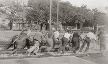Arbeiter, Handwerker und Bauern kamen in den Tondokumenten zu Wort. Oft lasen sie vorbereitete Texte.